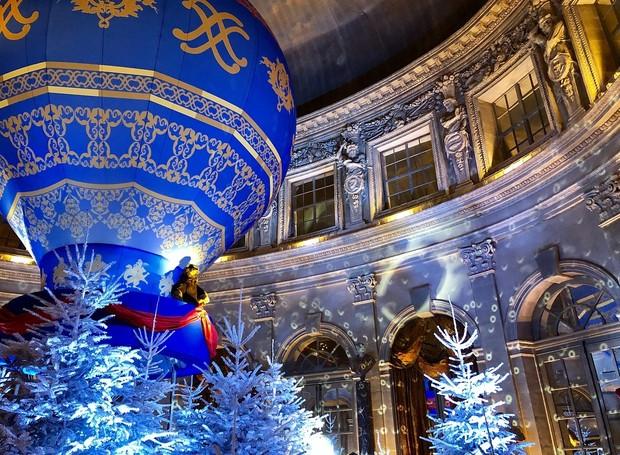 Um dos destaques deste ano é o balão de 10 metros instalado no pátio interno do castelo.  (Foto: Instagram/ Reprodução )