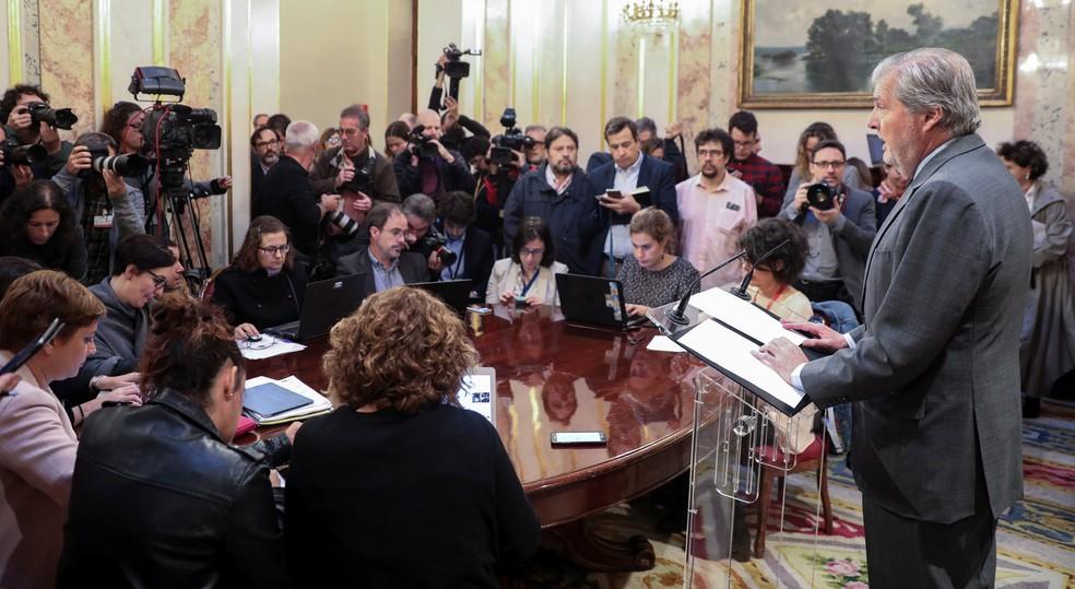 Porta-voz do governo espanhol,  Inigo Mendez de Vigo, fala sobre a situação da Catalunha (Foto: Sergio Perez/Reuters)