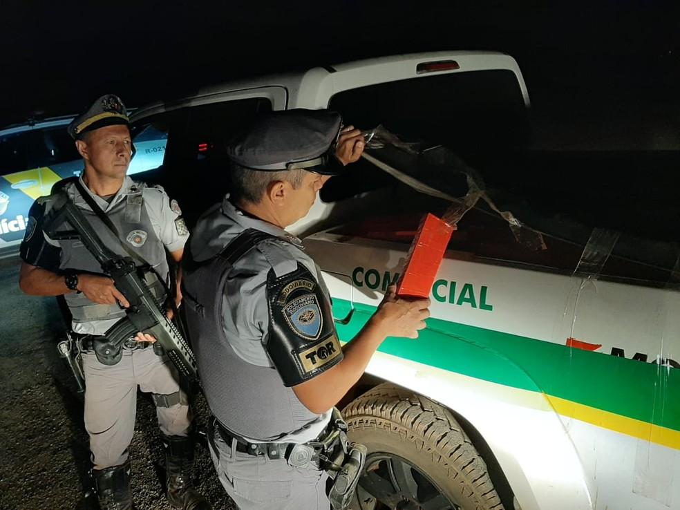 Segundo a polícia, entorpecentes têm aproximadamente 600 kg — Foto: Polícia Rodoviária Estadual/Divulgação