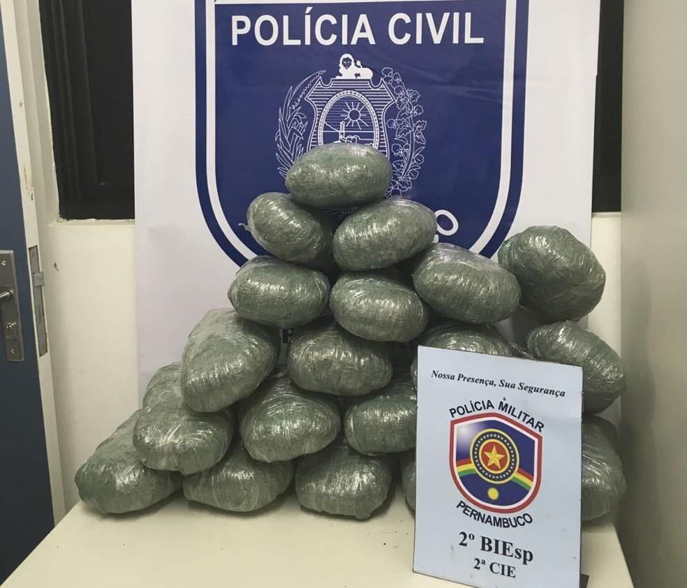 Droga apreendida durante abordagem policial — Foto: Divulgação/ PCPE