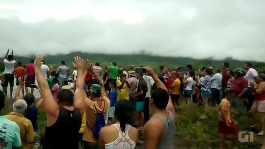 Cidade abastecida por açude sangrando está em colapso hídrico na Paraíba