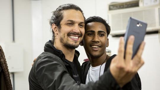 'Deus Salve o Rei': fãs acompanham dia de gravação e conhecem os Estúdios Globo