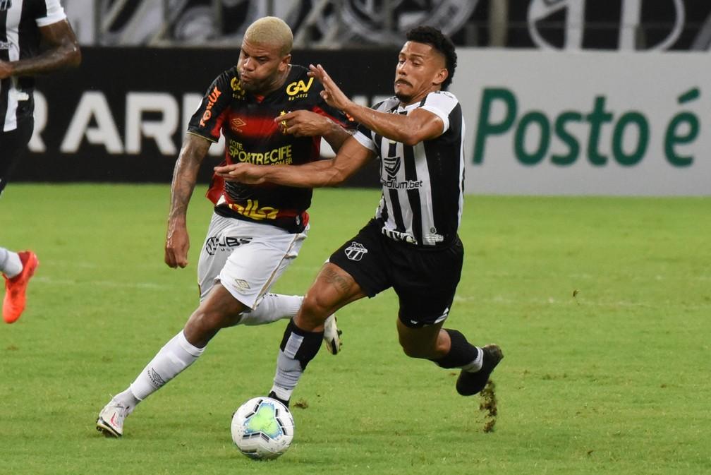 Junior Tavares em ação pelo Sport: jogador está emprestado pelo São Paulo — Foto: CAIO ROCHA/FRAMEPHOTO/FRAMEPHOTO/ESTADÃO CONTEÚDO