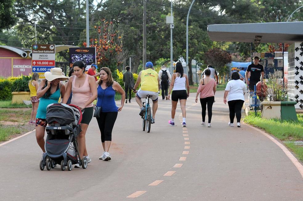 Moradores do DF passeiam pelo Parque da Cidade, na Asa Sul (Foto: Renato Araújo/GDF/Divulgação)