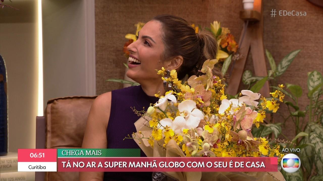 André Marques entrega flores para Patrícia Poeta e Ana Furtado