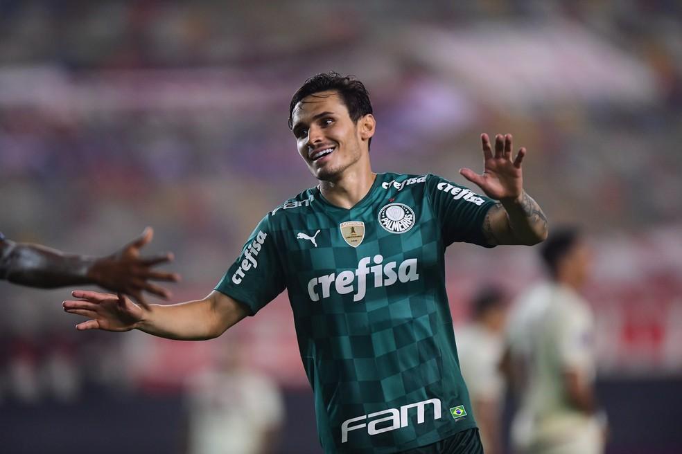 Raphael Veiga festeja gol marcado diante do Universitario  — Foto: Staff Images/Conmebol
