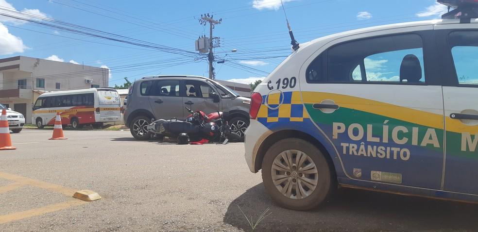 Polícia Militar de trânsito foi acionada para atender a ocorrência — Foto: Toni Francis/G1