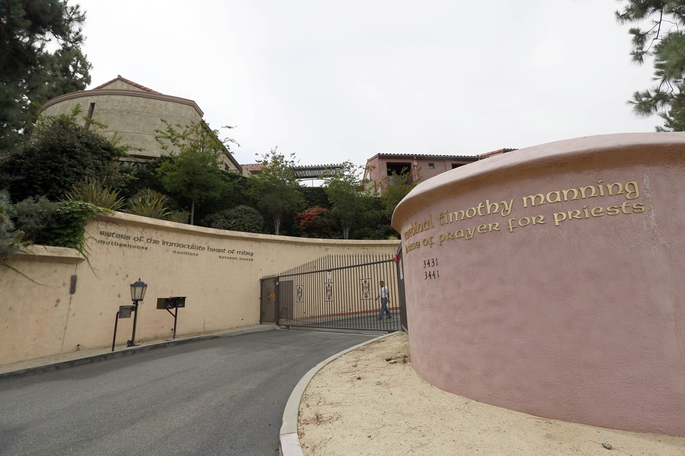 Foto de junho de 2015 mostra o convento no bairro de Los Feliz, em Los Angeles, que é alvo de disputa na Justiça entre Katy Perry e freiras (Foto: AP Photo / Nick Ut)