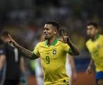 Gabriel jesus comemora um gol no jogo entre Brasil e Argentina | Guito Moreto / Agência O Globo