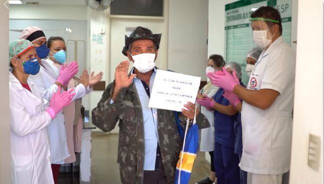 Andarilho de 99 anos curado da covid-19 depois de passar por 3 estados, é aplaudido ao deixar hospital de MS