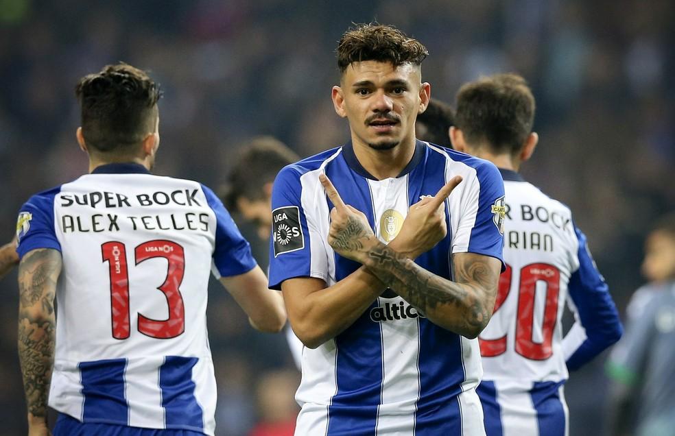 Atacante está no clube português há três temporadas — Foto: EFE/EPA/JOSE COELHO