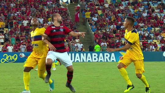 """Análise: Flamengo mostra """"alegria nas pernas"""", evolui como equipe, mas tem que pôr os pés na forma"""