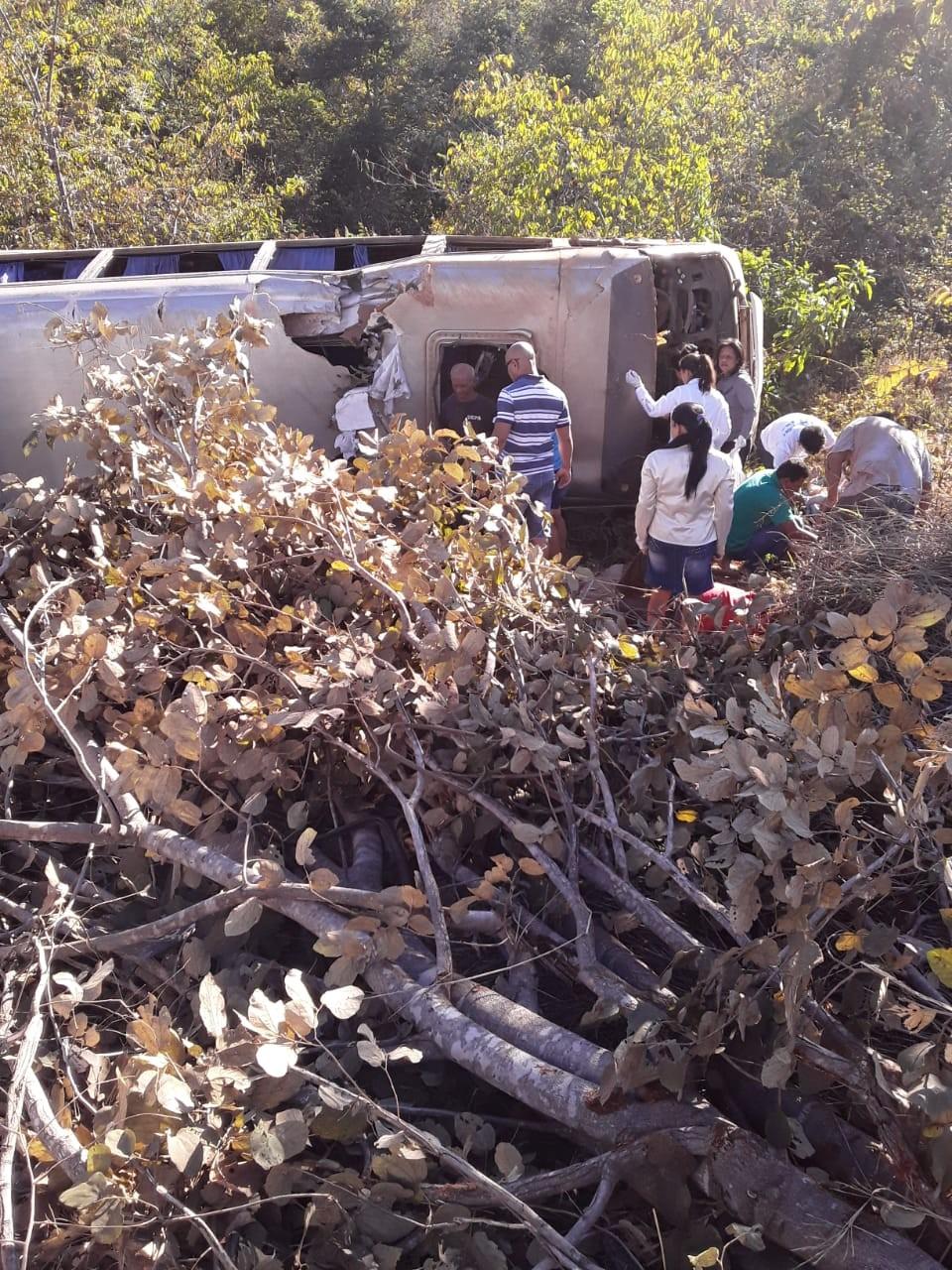 Polícia abre investigação sobre acidente com van que deixou mortos e mais de 30 feridos - Notícias - Plantão Diário