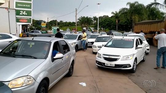 Motoristas protestam contra aumento do etanol e fazem fila para abastecer R$ 0,50 em Goiânia