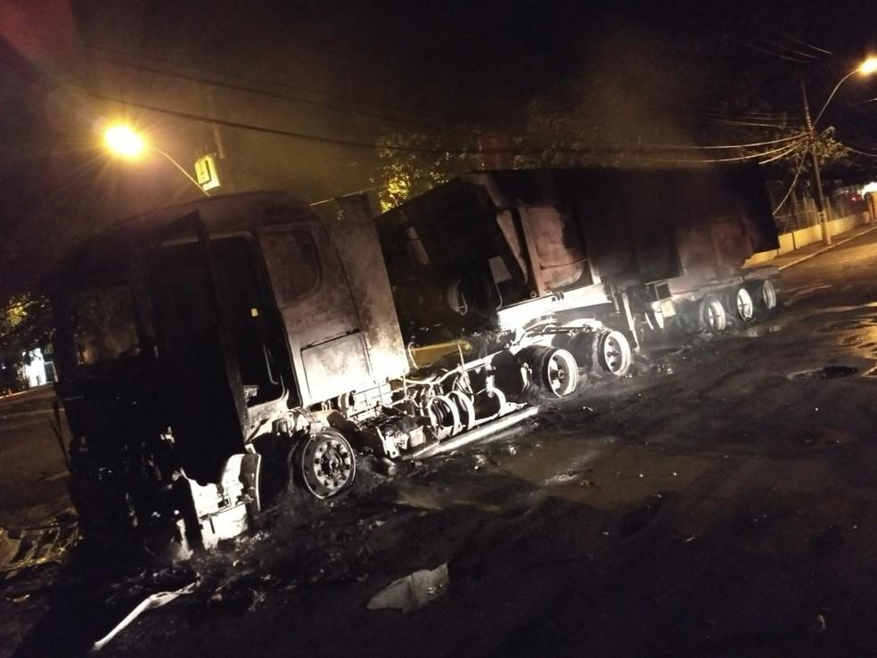 Quadrilha queimou na época um caminhão para impedir a passagem de carros da polícia (Foto: Arquivo Pessoal)