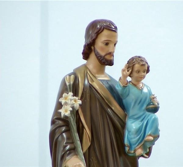 Imagem de São José peregrina por ruas de Caruaru até março