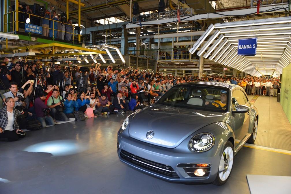 iconic-volkswagen-beetle-ends-production-10025 Você sabia que a Volkswagen encerrou a produção mundial do Fusca? Veja como foi a despedida...