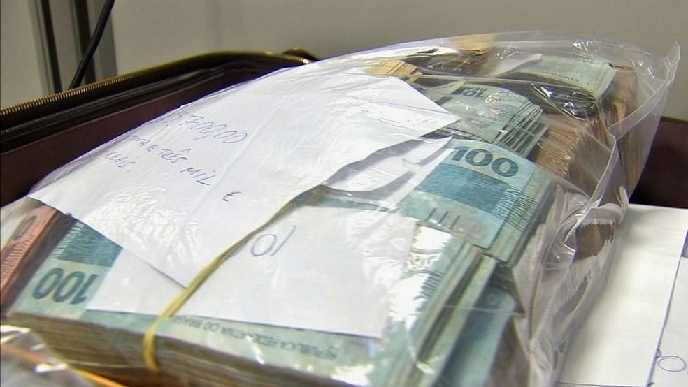 Operação prendeu dinheiro com os suspeitos presos (Foto: TV Verdes Mares/Reprodução)