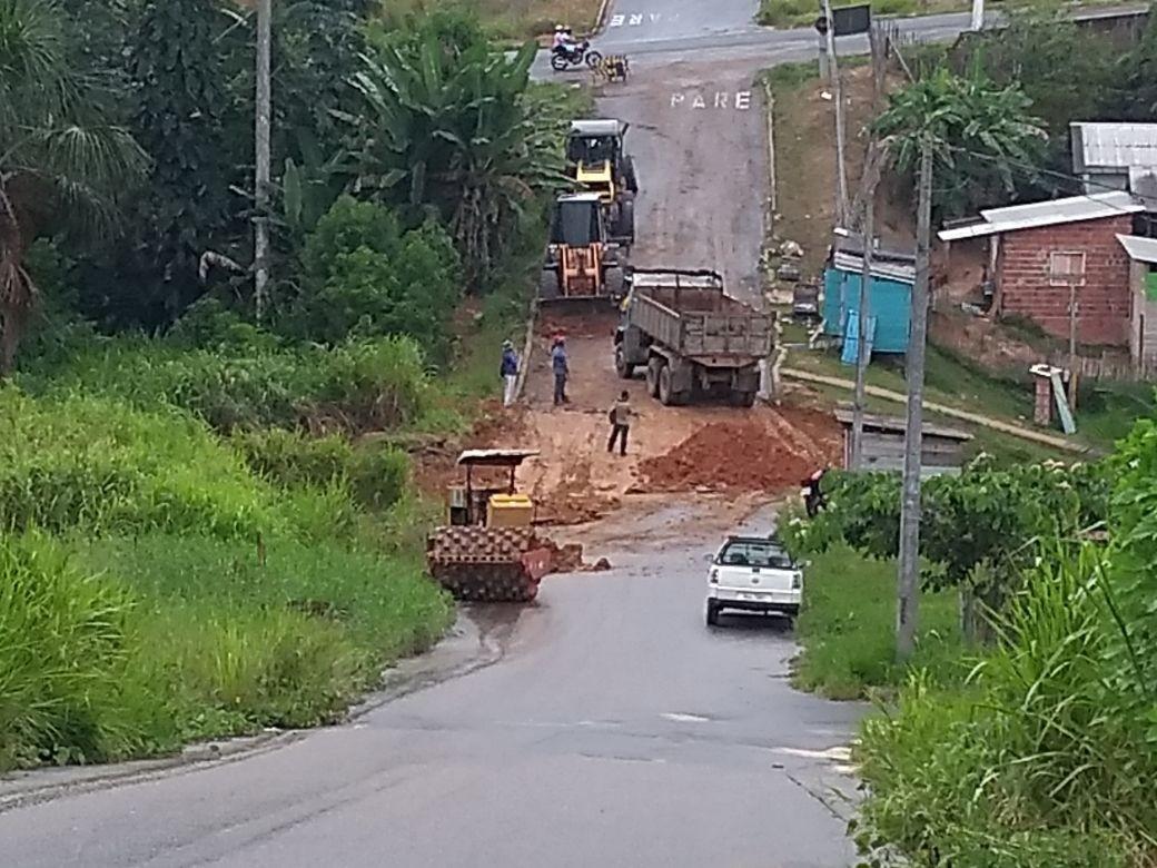 Após mais de um ano, Prefeitura começa a recuperar cratera em rua no interior do Acre