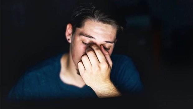 Uma tela no modo escuro tende a cansar menos os olhos do usuário (Foto: Getty Images)