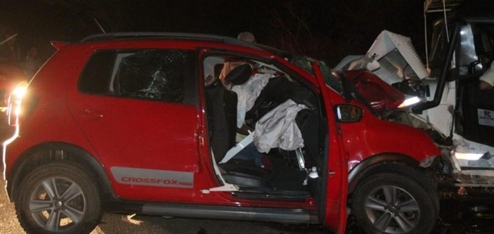 Veículos após colidirem na PE-160 em Santa Cruz do Capibaribe — Foto: Ney Lima/Reprodução