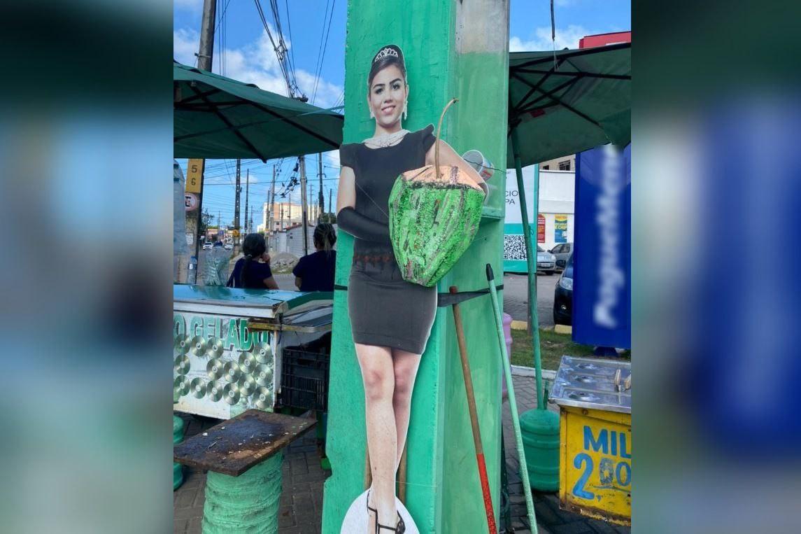 Seis anos depois de festa, jovem aniversariante reencontra cartaz com o próprio rosto 'vendendo' água de coco em Fortaleza