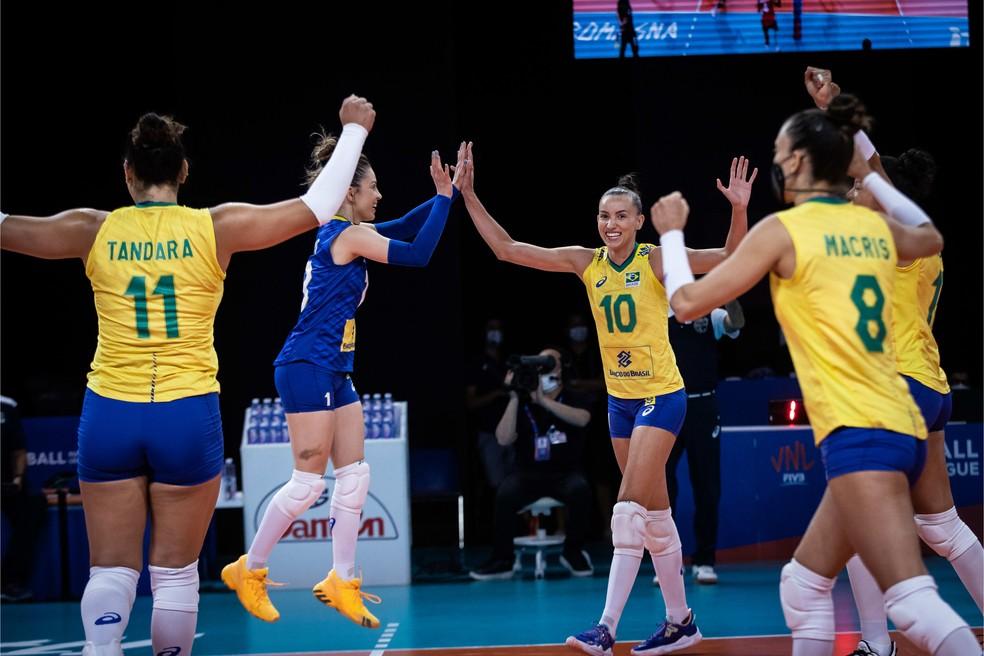 Seleção brasileira comemora ponto contra a Alemanha na Liga das Nações — Foto: FIVB