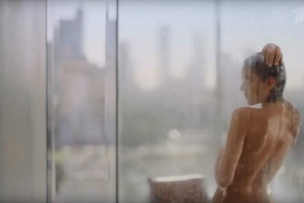 Bruna Marquezine em campanha de perfume (Foto: Reprodução/YouTube)