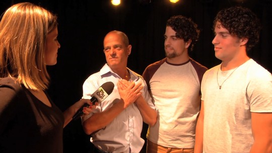 'Plugue' mostra a história de gêmeos bailarinos e um pai cheio de orgulho do talento deles