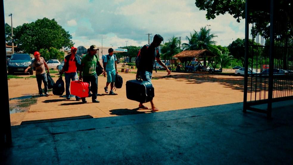 Pessoas chegando a Altamira (PA) — Foto: Reprodução: TV Globo