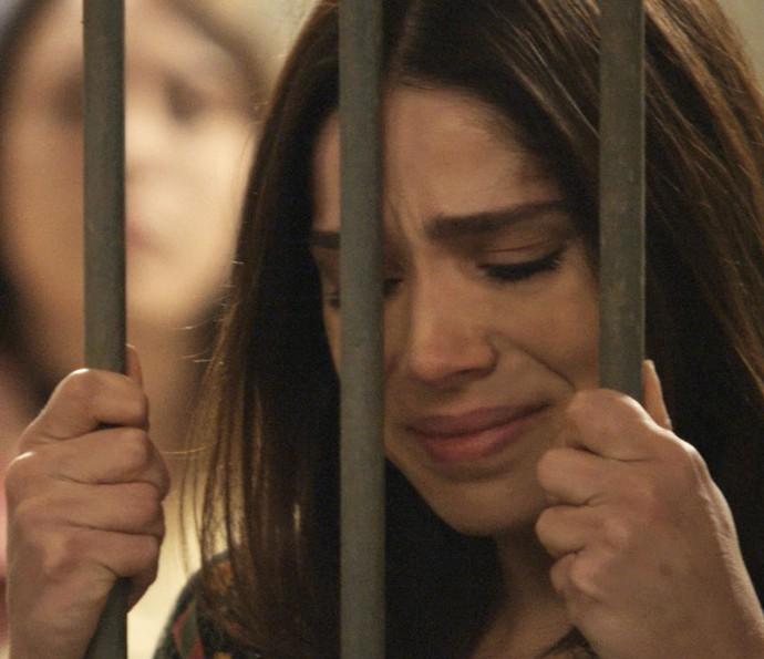 Shirlei é levada para a cadeia, acusada de furto e lesão corporal (Foto: TV Globo)