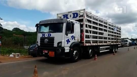 PRF escolta caminhões de refinaria do RN para abastecer aeroportos de Natal, Fortaleza e João Pessoa