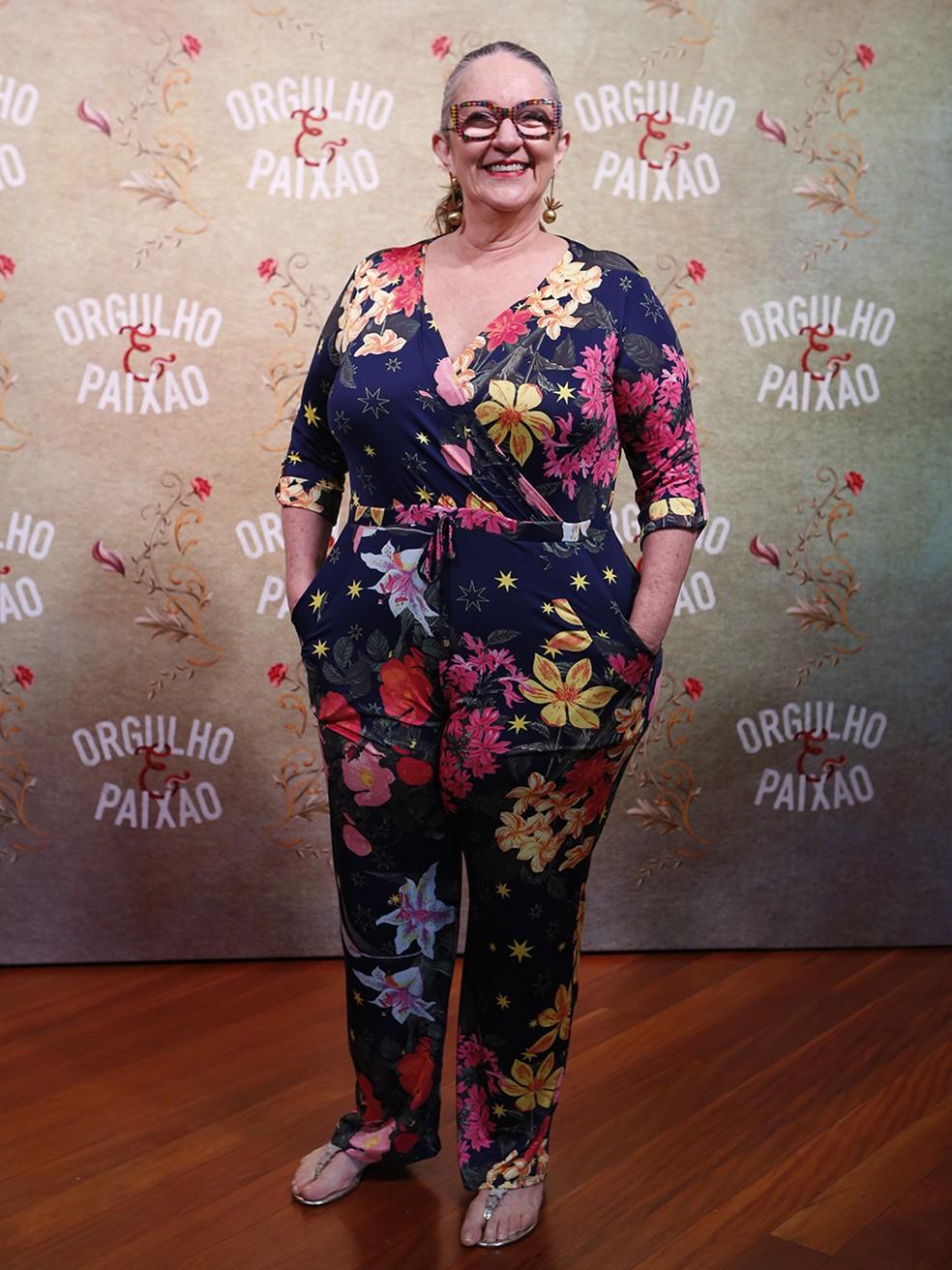 Rosane Gofman usa macacão florido (Foto: Fábio Rocha/Gshow)