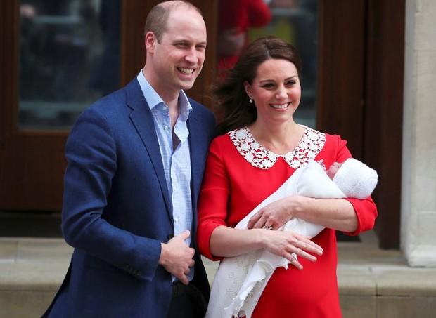 Kate deixou o hospital cerca de cinco horas depois de parir (Foto: Reprodução/Twitter)