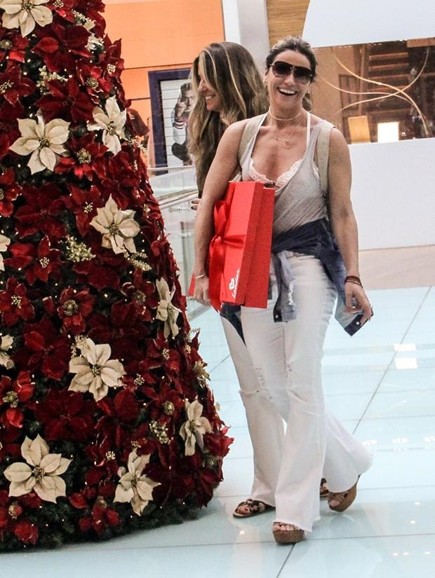 Giovanna Antonelli em dia de compras (Foto: J Humberto/AgNews)