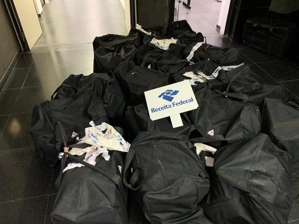 Cocaína estava dentro de bolsas em carregamento de uva — Foto: Receita Federal/Divulgação