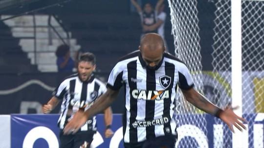 Serviço triplo! Trio de garçons do Bota tem participação direta em 50% dos gols no ano