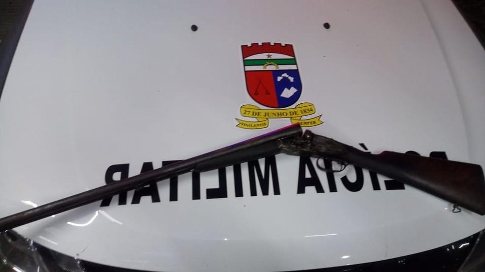 Na troca de tiros em Maxaranguape, uma espingarda calibre 12 foi apreendida — Foto: PM/Divulgação
