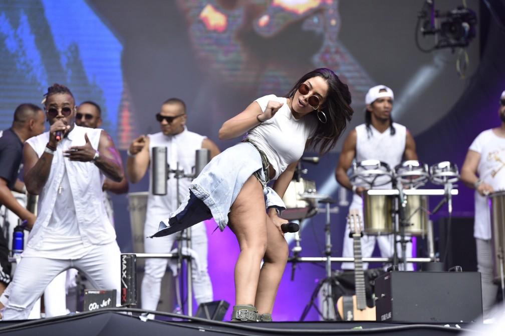 Anitta no show do Harmonia do Samba — Foto: Elias Dantas/Ag. Haack