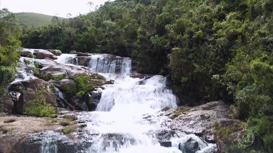 Expedição do Globo Repórter cruza a Serra da Bocaina para conhecer suas belas cachoeiras