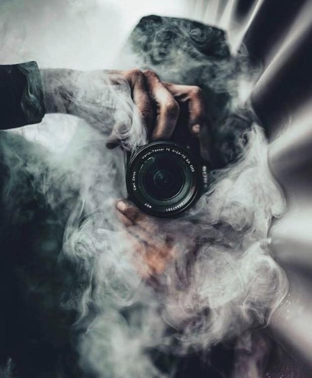 Que tal uma selfie misteriosa com muita fumaça? (Foto: Pinterest/ Reprodução)