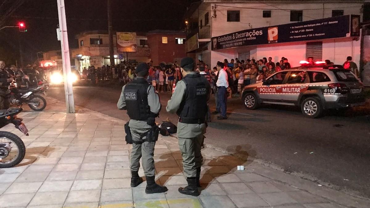 Dois adolescentes são mortos a tiros na Avenida Tancredo Neves, em João Pessoa