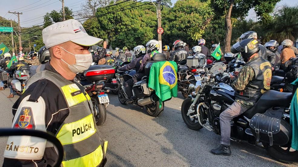 Polícia Militar fez bloqueios por conta de evento em apoio ao presidente Jair Bolsonaro  — Foto: GloboNews