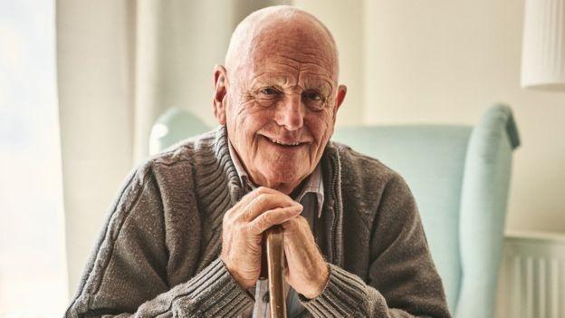 A ciência e a medicina têm ajudado a fazer com que as pessoas envelheçam melhor (Foto: Getty Images via BBC News Brasil)