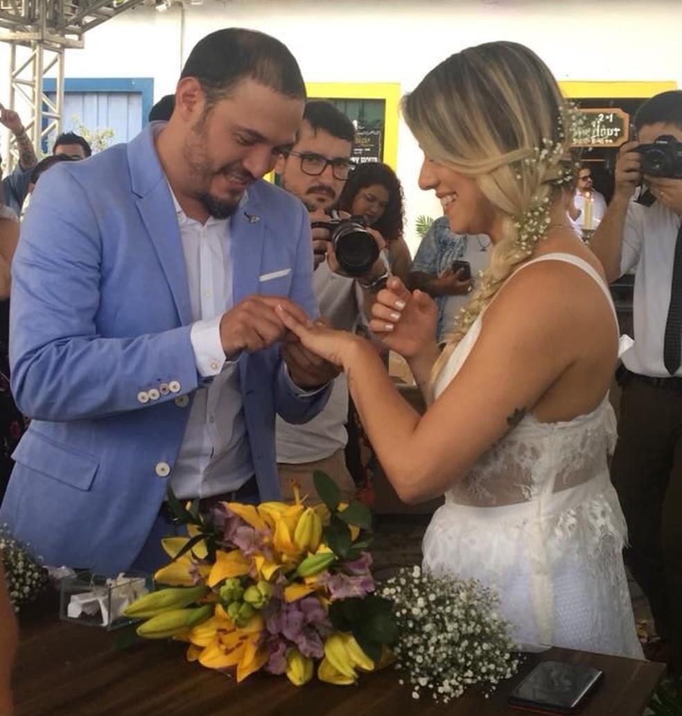 Jornalista se casou com vestido presente do irmão (Foto: Paula Romano/Arquivo Pessoal)