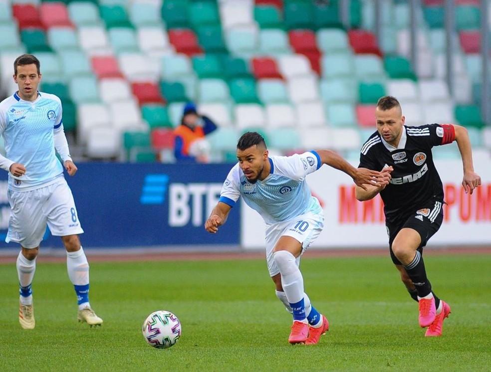 Danilo Campos, em ação pelo Dinamo Minsk contra o Torpedo BelAZ, na última sexta — Foto: Divulgação/Dinamo Minsk