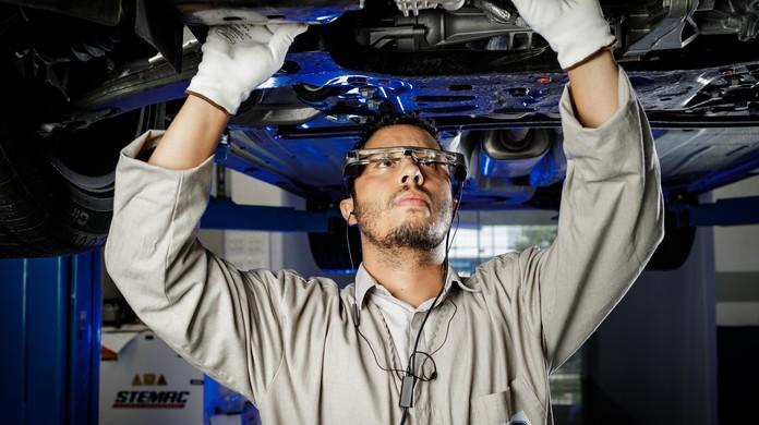 Ford vai testar óculos de realidade aumentada para ajudar no conserto de  carros   Auto Esporte   G1 f6bb2c4e7a