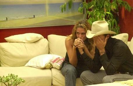 A final do 'BBB' 2 foi a primeira a contar somente com dois participantes: Manuela e Rodrigo Leonel. O brother saiu campeão com 65% dos votos Reprodução