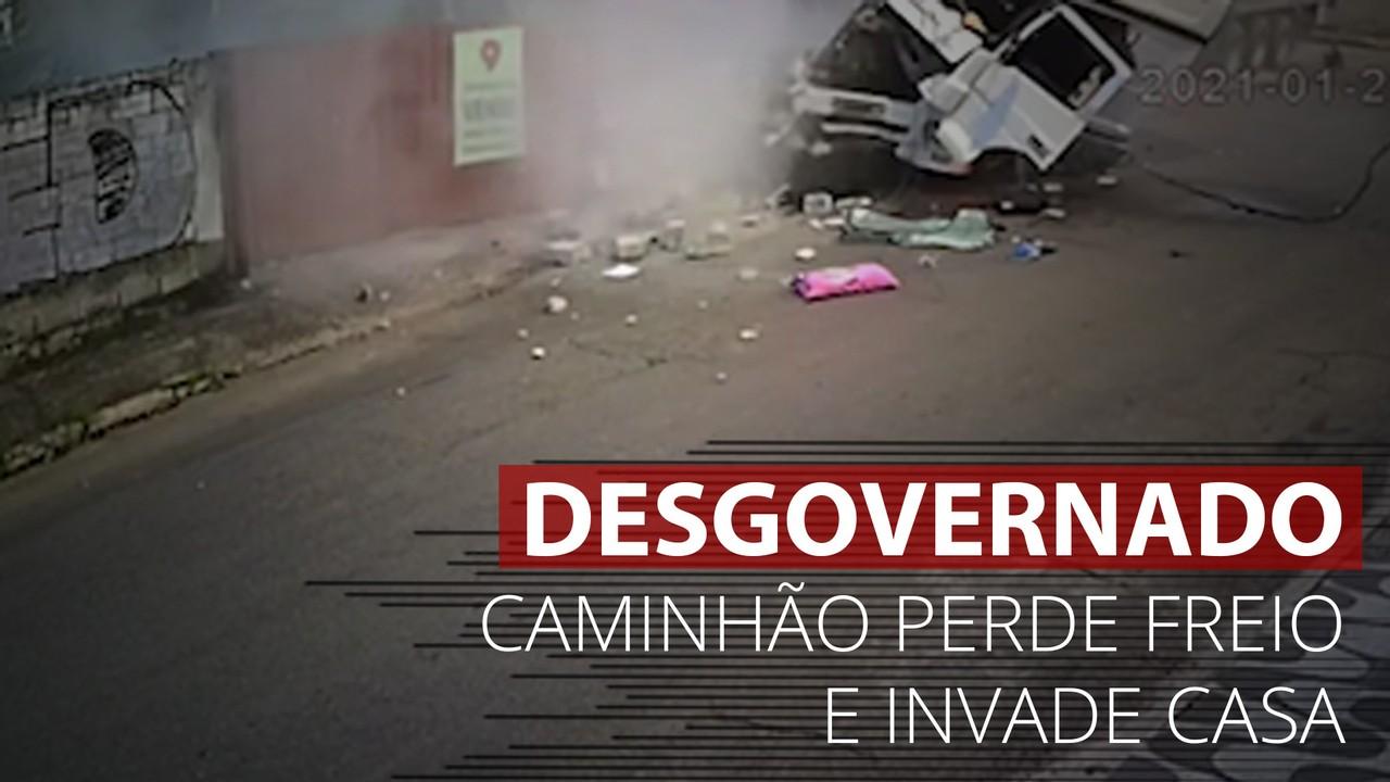 VÍDEO: Veja o momento em que caminhão perde freio e invade casa na Grande BH