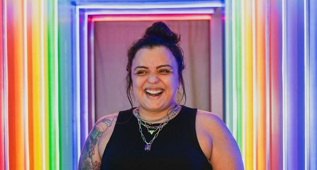 Ela criou um bar destinado a mulheres lésbicas e planeja expandir marca para festivais e eventos